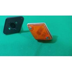 Freccia laterale arancio RENAULT 4 5 R4 R5 anche Alpine con supporto in gomma ARIC 33514000